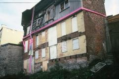 650-670 Rue St-Vallier Est (à l'endroit où se trouve l'escalier qui monte au quartier St-Jean Baptiste) Septembre 1991 Louis Fortier, Collection personnelle.